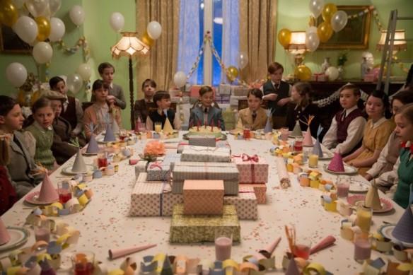 item7.rendition.slideshowWideHorizontal.grand-budapest-hotel-set-08-birthday-party-room-750x500