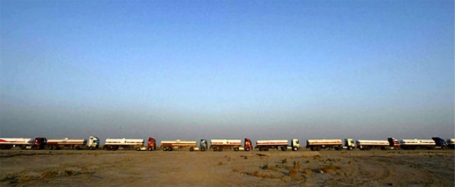 Convoys such as this are rolling into Turkey where IS is selling oil on the black market (photo: The  New York Times)