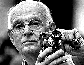 Cartier-Bresson used a rangefinder Leica with a 50 mm lens.