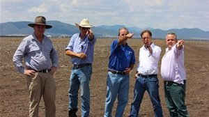 Environment Minister Greg Hunt gets advice on where to put a coal mine