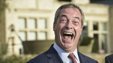 Ukip leader Nigel Farage has reportedly been promised a £300,000 donation by Express newspapers chief Richard Desmong