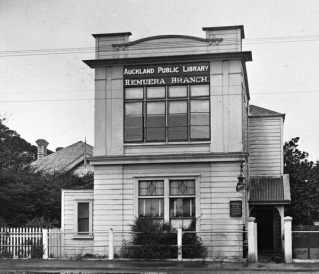 Heritage-Plaque-First-Remuera-Library.jpg
